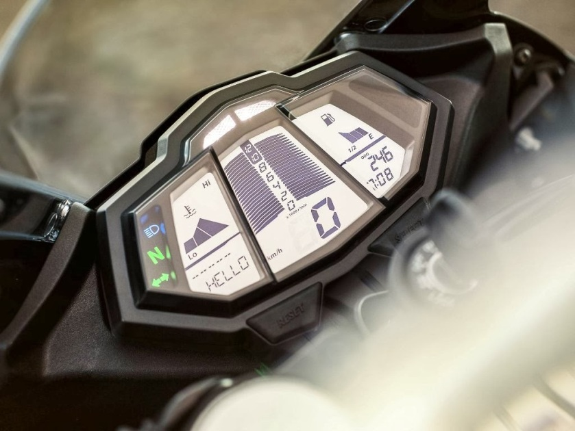 2014-Yamaha-YZF-r125-motorzest-04