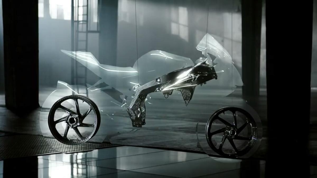 MOTOR INI MEMPUNYAI RANGKA DAN VELG DARI CARBONFIBRE