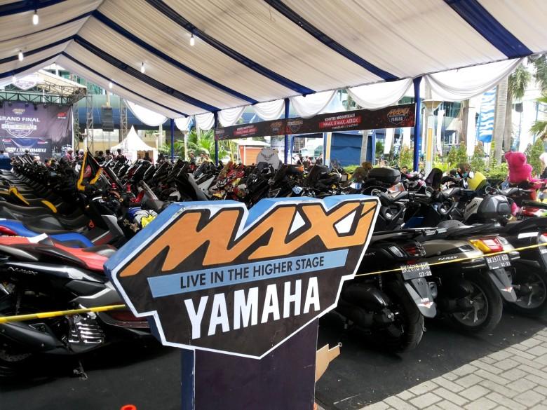 Barisan motor MAXI Yamaha di CustoMAXI Medan (2)