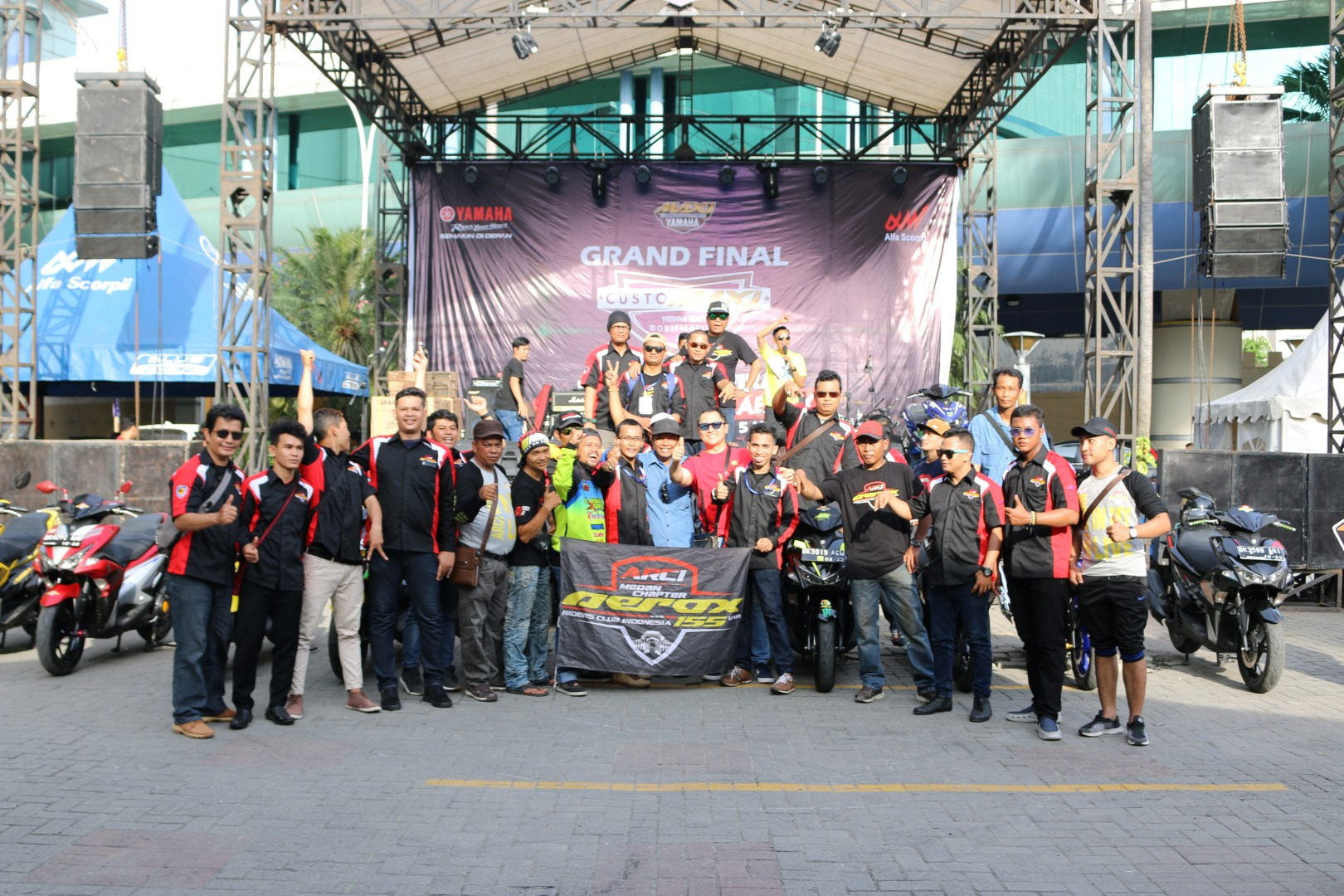 Kemeriahan komunitas MAXI Yamaha di ajang CustoMAXI (2)