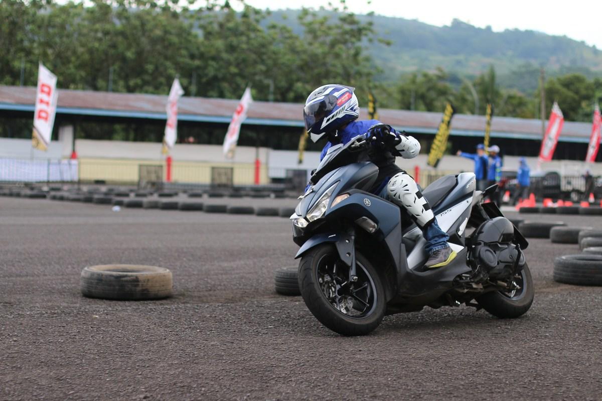 PEMBALAP YAMAHA RACING INDONESIA RAIH PODIUM DI MASING-MASINGKELAS