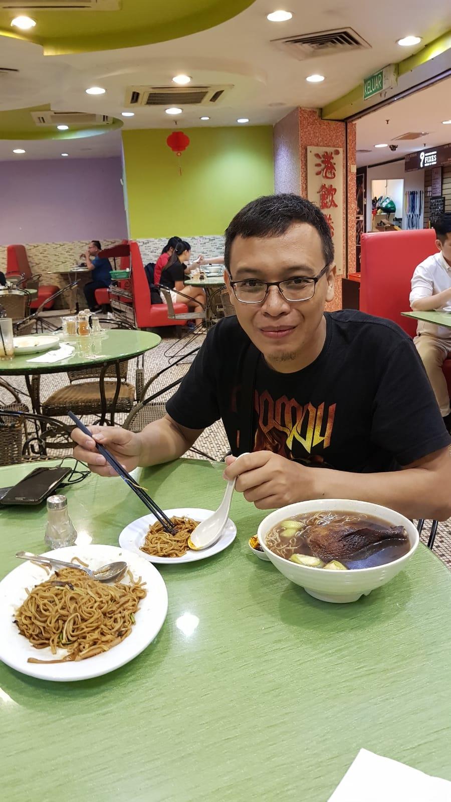 TIPS BACKPACKER JALAN-JALAN HEMAT DI MALAYSIA, MENIKMATI KULINER NEGERIJIRAN