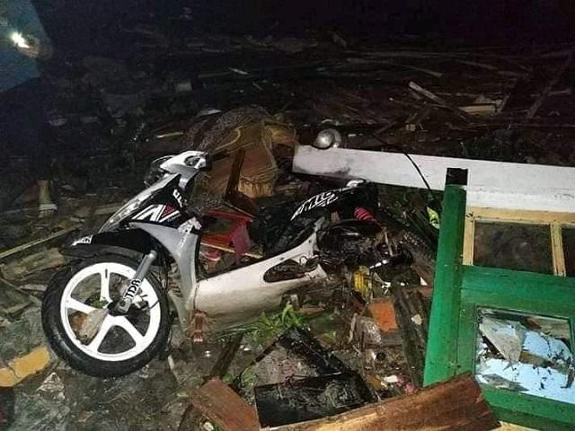 bnpb-korban-tsunami-selat-sunda-sementara-20-orang-tewas-aepvuK7ESj