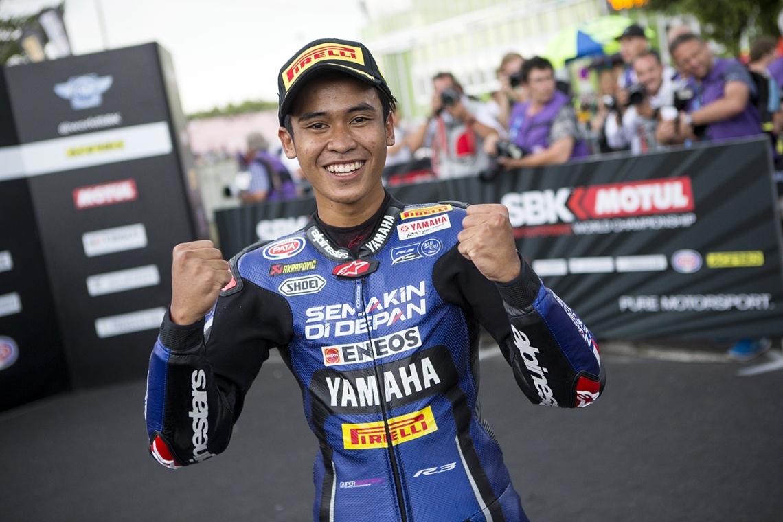 Galang Hendra Pembalap Yamaha R3 bLU cRU 2019