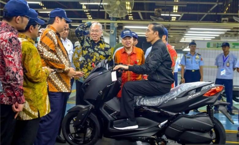 Jokowi naik Yamaha XMax