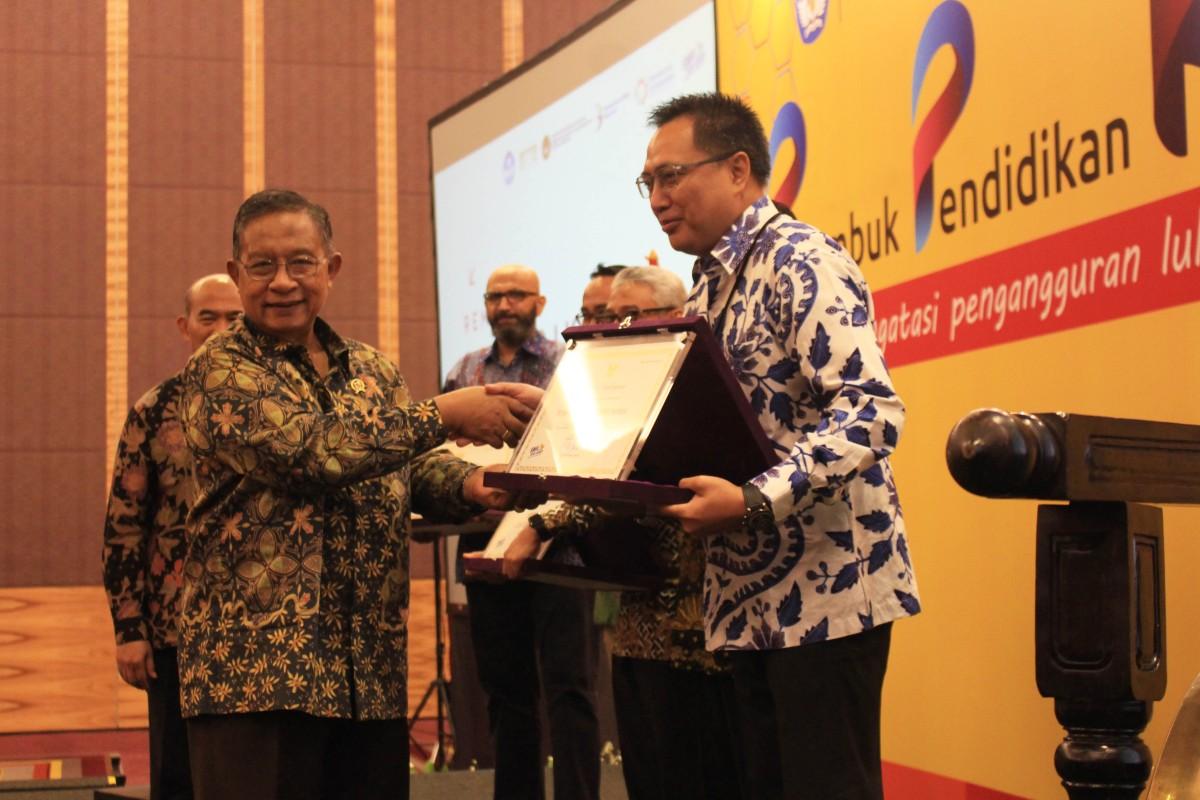 TERUS DUKUNG SEKOLAH KEJURUAN, YAMAHA INDONESIA RAIH PENGHARGAANKEMENDIKBUD