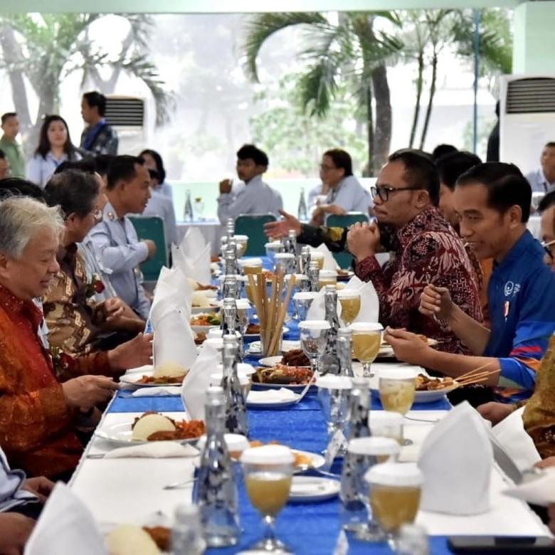 Presiden Republik Indonesia Joko Widodo makan siang bersama management PT YIMM dan karyawan PT YIMM