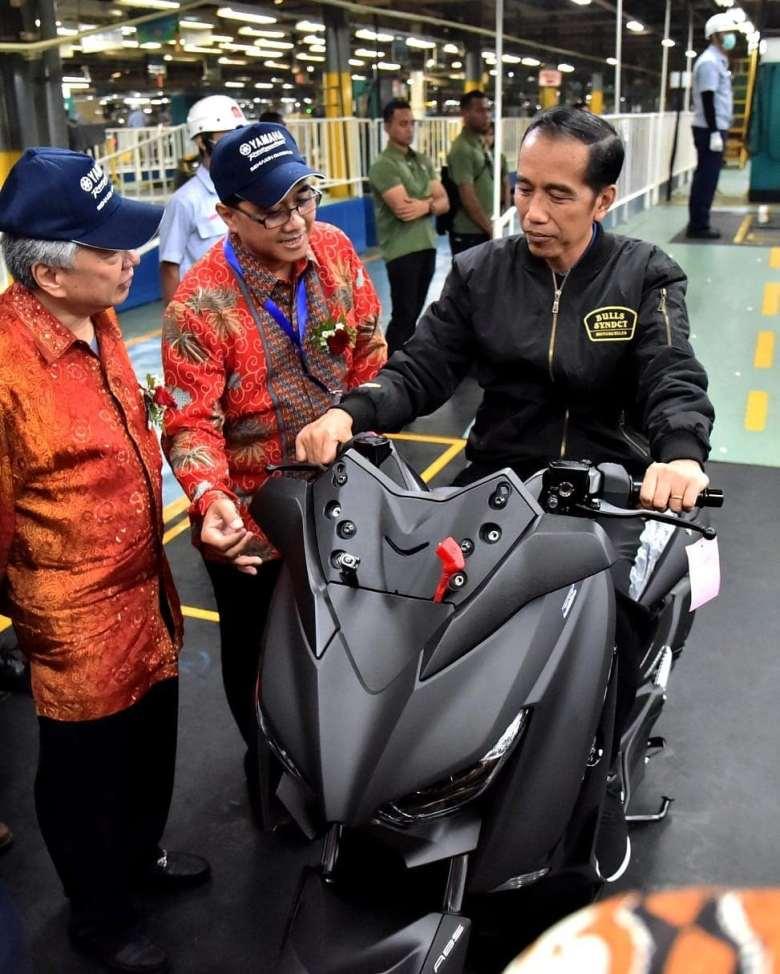 Presiden Republik Indonesia Joko Widodo naik Yamaha Xmax (2)
