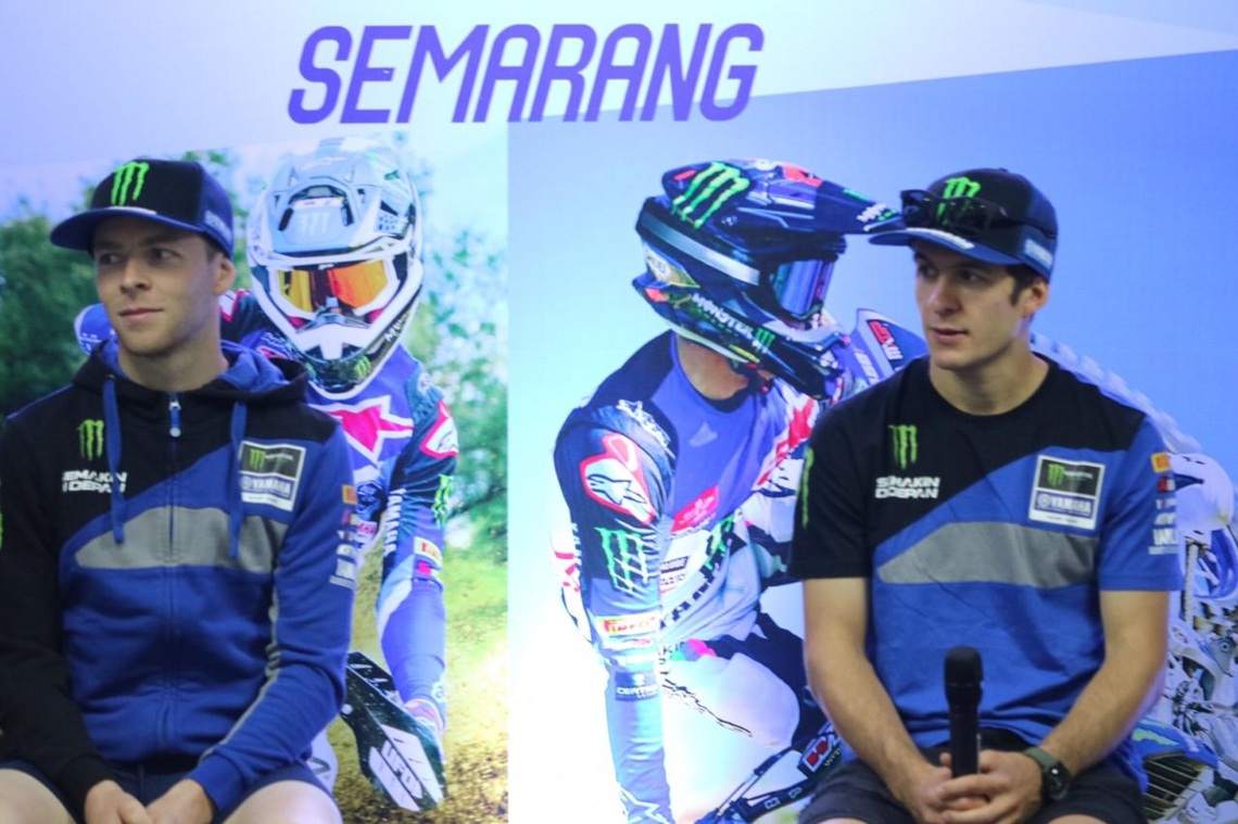Pembalap Monster Energy Yamaha Factory MXGP Team (Jeremy Seewer dan Romain Febvre) saat press conference di Semarang