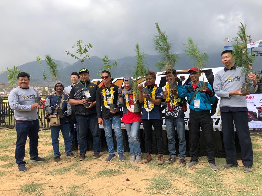 Management PT YIMM dan peserta saat MAXI Yamaha Day di Dieng